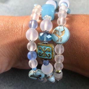 Jewelry - 🐦 blue & white Czech glass bird bracelet